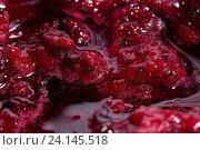Купить «Варенье из черной смородины с пузырьками крупным планом», фото № 24145518, снято 24 января 2016 г. (c) AlphaBravo / Фотобанк Лори