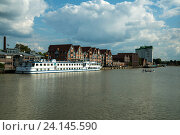 Empty, Germany, cruise ship MS Calypso takes hold in Leer (2014 год). Редакционное фото, агентство Caro Photoagency / Фотобанк Лори