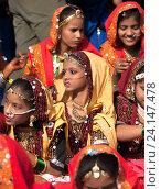 Купить «Девушки в красочной этнической одежде на ярмарке Пушкар. Пушкарь, Раджастхан, Индия.», фото № 24147478, снято 21 ноября 2012 г. (c) photoff / Фотобанк Лори