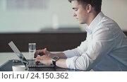 Купить «Young man in office», видеоролик № 24150362, снято 7 декабря 2019 г. (c) Raev Denis / Фотобанк Лори