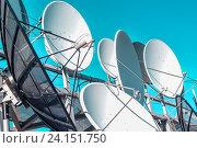 Купить «Спутниковая антенна на фоне синего неба», фото № 24151750, снято 22 января 2014 г. (c) Сергеев Валерий / Фотобанк Лори