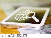 Купить «Символ лупы и планеты на экране сотового телефона», фото № 24152378, снято 13 января 2015 г. (c) Сергеев Валерий / Фотобанк Лори