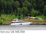 Яхта у причала в городе Плес. Стоковое фото, фотограф Сергей Тагиров / Фотобанк Лори