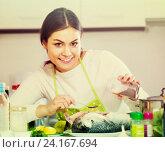 Купить «girl eviscerating salmon fish in domestic kitchen», фото № 24167694, снято 16 августа 2018 г. (c) Яков Филимонов / Фотобанк Лори