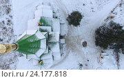 Купить «Городская православная церковь в городе Сегежа, Карелия. Полет на крышей», видеоролик № 24177818, снято 8 ноября 2016 г. (c) Кекяляйнен Андрей / Фотобанк Лори