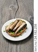 Купить «Бутерброд со шпротами», фото № 24182258, снято 18 февраля 2016 г. (c) Надежда Нестерова / Фотобанк Лори