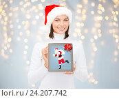 Купить «woman holding tablet pc with santa claus on screen», фото № 24207742, снято 15 августа 2013 г. (c) Syda Productions / Фотобанк Лори