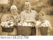 Купить «Happy family holding baskets with apples», фото № 24212758, снято 22 ноября 2018 г. (c) Яков Филимонов / Фотобанк Лори