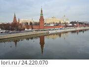 Купить «Московский Кремль, Москва-река, Кремлевская набережная», эксклюзивное фото № 24220070, снято 14 ноября 2016 г. (c) lana1501 / Фотобанк Лори