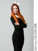 Красивая стройная женщина в черном платье с ушами кролика. Стоковое фото, фотограф Евгений Пидеркин / Фотобанк Лори