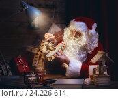 Купить «Santa Clause is preparing gifts», фото № 24226614, снято 8 ноября 2016 г. (c) Константин Юганов / Фотобанк Лори
