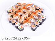 Роллы на белой тарелке. Японская кухня. Стоковое фото, фотограф Aleksandr Ryzhov / Фотобанк Лори