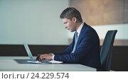 Купить «Young businessman with laptop in office», видеоролик № 24229574, снято 17 ноября 2019 г. (c) Raev Denis / Фотобанк Лори