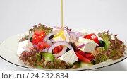 Купить «Греческий салат из свежих овощей», видеоролик № 24232834, снято 18 октября 2016 г. (c) Иван Кузнецов / Фотобанк Лори