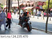 Мотоциклист. Стамбул. Редакционное фото, фотограф Dan / Фотобанк Лори