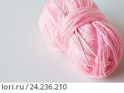 Купить «knitting needles and ball of pink yarn», фото № 24236210, снято 20 октября 2016 г. (c) Syda Productions / Фотобанк Лори