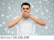 Купить «man in white t-shirt covering his mouth with hands», фото № 24236298, снято 15 января 2016 г. (c) Syda Productions / Фотобанк Лори