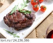 Купить «Натюрморт со стейком из мраморной говядины», фото № 24236386, снято 21 мая 2019 г. (c) Максим Стриганов / Фотобанк Лори