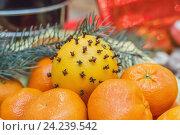Купить «Праздничная композиция - апельсин, украшенный специями среди мандаринов», фото № 24239542, снято 11 ноября 2016 г. (c) Краснова Ирина / Фотобанк Лори