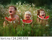Купить «Трое счастливых детей едят арбуз», фото № 24240518, снято 8 августа 2012 г. (c) Марина Володько / Фотобанк Лори