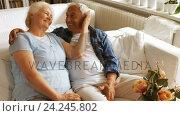 Senior couple romancing in living room. Стоковое видео, агентство Wavebreak Media / Фотобанк Лори