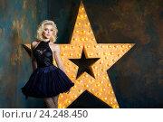 Купить «Красивая блондинка в темно-синем платье на фоне звезды», фото № 24248450, снято 4 июня 2016 г. (c) Людмила Дутко / Фотобанк Лори
