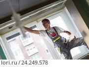 Купить «Штукатур делает ремонт квартиры», фото № 24249578, снято 23 мая 2019 г. (c) Matej Kastelic / Фотобанк Лори