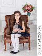 Купить «Портрет девочки в кресле», фото № 24250378, снято 20 марта 2016 г. (c) Игорь Долгов / Фотобанк Лори