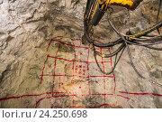 Купить «Размеченная порода, подготовка к взрывным работам в шахте», фото № 24250698, снято 13 ноября 2016 г. (c) Mark Agnor / Фотобанк Лори