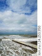 Купить «Волны заливают пляж, село Дивноморское, Черное море», эксклюзивное фото № 24253950, снято 21 сентября 2016 г. (c) Dmitry29 / Фотобанк Лори