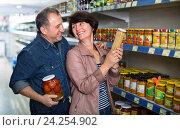 Купить «Husband and wife selecting a snacks», фото № 24254902, снято 18 января 2019 г. (c) Яков Филимонов / Фотобанк Лори