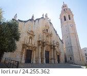 Купить «The main church of Alcala De Xivert in summer», фото № 24255362, снято 16 мая 2016 г. (c) Яков Филимонов / Фотобанк Лори