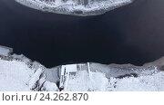 Купить «Полет вверх над деревянным заснеженным пирсом и открытой водой реки. Карелия», видеоролик № 24262870, снято 13 ноября 2016 г. (c) Кекяляйнен Андрей / Фотобанк Лори