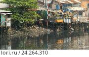 Купить «Вид городских трущоб с реки, Хошимин», фото № 24264310, снято 27 июня 2019 г. (c) Mikhail Davidovich / Фотобанк Лори