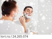 Купить «man shaving beard with razor blade at bathroom», фото № 24265074, снято 15 января 2016 г. (c) Syda Productions / Фотобанк Лори