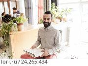 Купить «happy creative male office worker with folfer», фото № 24265434, снято 29 марта 2015 г. (c) Syda Productions / Фотобанк Лори