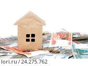 Купить «Бумажный домик на деньгах. Большие налоги на недвижимость», фото № 24275762, снято 12 ноября 2016 г. (c) Наталья Осипова / Фотобанк Лори