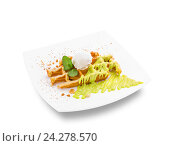 Сладкий вафельный десерт со сливками. Стоковое фото, фотограф ouh_desire / Фотобанк Лори