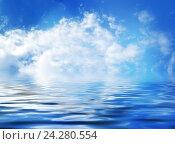 Голубое небо с облаками отражается в воде. Стоковое фото, фотограф Юлия Дьякова / Фотобанк Лори