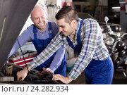 Купить «Smiling men in coveralls working», фото № 24282934, снято 16 ноября 2019 г. (c) Яков Филимонов / Фотобанк Лори