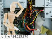 Купить «Wooden figurine fixing broken technology», фото № 24285870, снято 23 августа 2016 г. (c) Wavebreak Media / Фотобанк Лори
