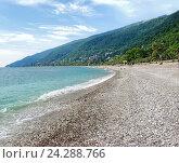 Купить «Пустынный галечный морской пляж. Гагры. Абхазия», фото № 24288766, снято 17 августа 2003 г. (c) Евгений Ткачёв / Фотобанк Лори