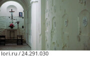 Купить «Склеп внутри монастыря», видеоролик № 24291030, снято 13 июля 2020 г. (c) Vitalii Popov / Фотобанк Лори