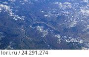 Купить «Река и город в горах. Вид из самолета», видеоролик № 24291274, снято 10 июля 2020 г. (c) Никита Майков / Фотобанк Лори