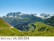 Купить «A panoramic view of mountains at border of France and Swiss in summertime», фото № 24300054, снято 19 июля 2016 г. (c) Юлия Кузнецова / Фотобанк Лори