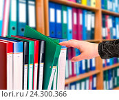 Купить «Документы в офисных папках», фото № 24300366, снято 1 июня 2012 г. (c) Юрий Плющев / Фотобанк Лори