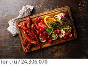 Купить «Колбаски и овощи на гриле», фото № 24306070, снято 26 июля 2016 г. (c) Лисовская Наталья / Фотобанк Лори