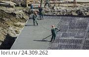 Купить «Заливка бетоном фундамента жилого дома», видеоролик № 24309262, снято 4 мая 2016 г. (c) Сергеев Валерий / Фотобанк Лори
