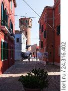 Купить «Ярко окрашенные дома в Бурано, Венеция, Италия», фото № 24316402, снято 29 апреля 2014 г. (c) Виталий Батанов / Фотобанк Лори