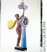 Купить «Woman, young, bikini, curlers, balloons, bathroom scales studio, cut out, cosmetics, scales, weight, slender, diet, weigh, body weight, weight controls», фото № 24316418, снято 26 ноября 2001 г. (c) mauritius images / Фотобанк Лори
